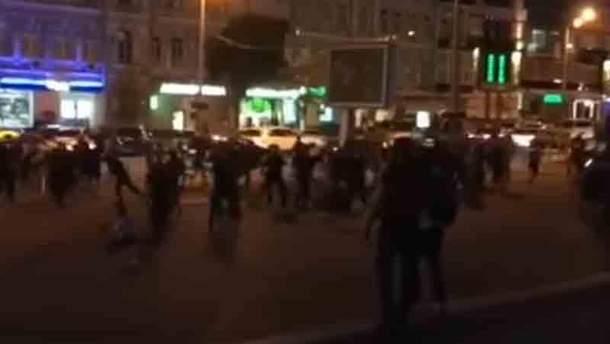 Драка футбольных фанатов в Киеве