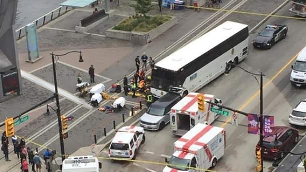 Туристичний автобус врізався у натовп у Ванкувері