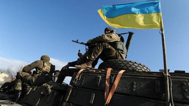 Українські воїни відкривають вогонь у відповідь