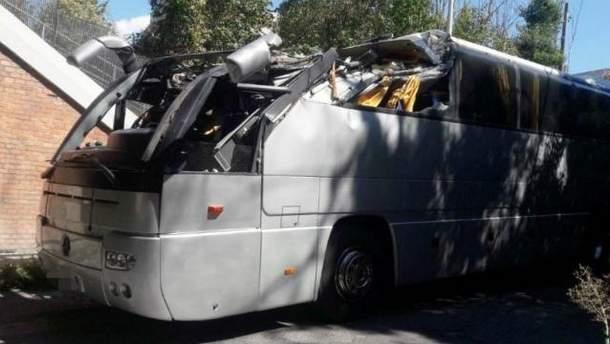 Туристичний автобус врізався у міст в Італії