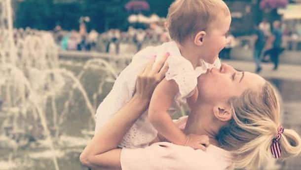 Тоня Матвієнко опублікувала зворушливі фото з підростаючою донькою