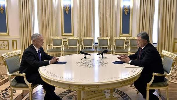 Меттіс пообіцяв Україні допомогу в оборонному секторі