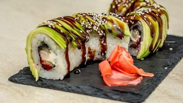 Як правильно їсти суші