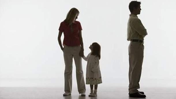 У Мін'юсті хочуть заборонити виїзд за кордон чоловікам, які не платять аліменти