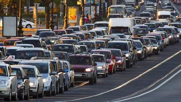 На въезде в Киев образовались 5-ти километровые пробки