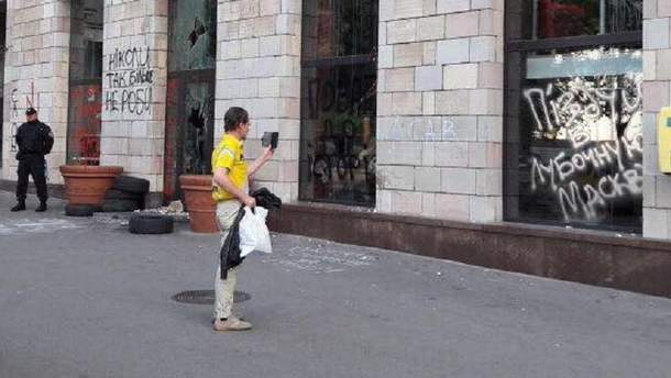 Стерли граффити в Киеве