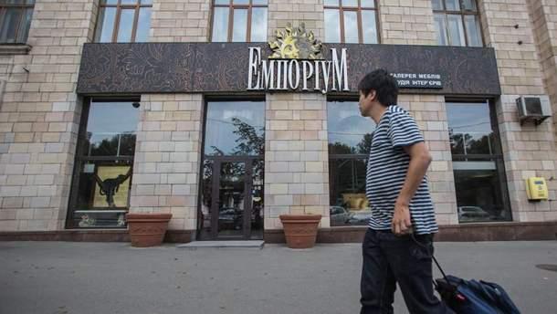 """На стенах нынешнего магазина """"Эмпориум"""" в Киеве раньше было граффити """"Иконы Революции"""""""