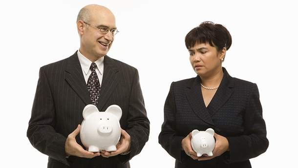 В Украине мужчины зарабатывают больше женщин
