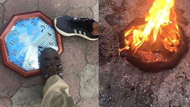 В Одесском отеле висел часы с российской символикой: активисты сожгли предмет