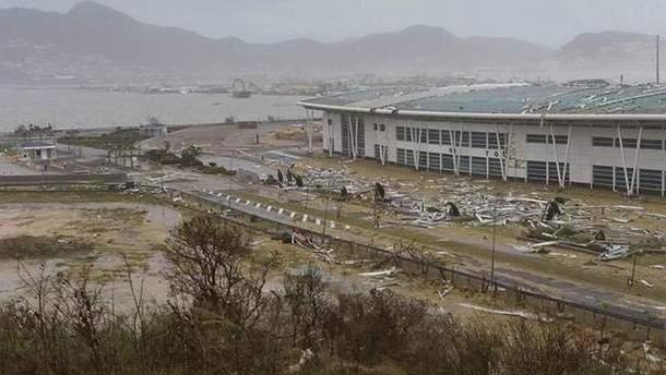 """Ураган """"Ірма"""" зруйнував аеропорт Принцеси Юліани на острові Сінт-Мартен"""