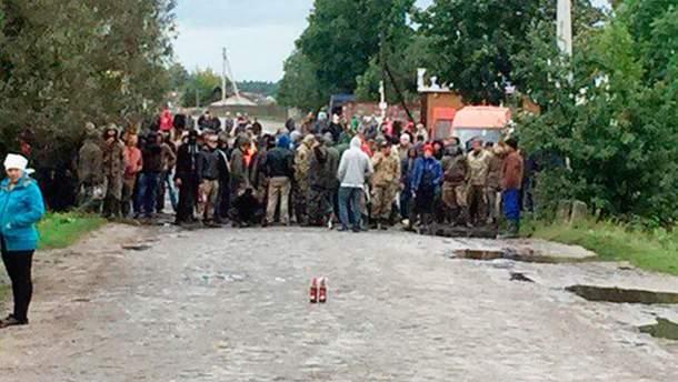 В Ровенской области возник конфликт с участием копателей янтаря, лесников и полиции