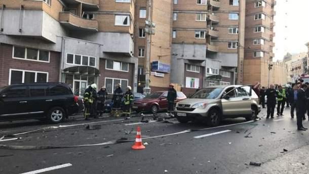 """Внаслідок вибуху авто біля """"Арена Сіті"""" жінці відірвало ногу"""