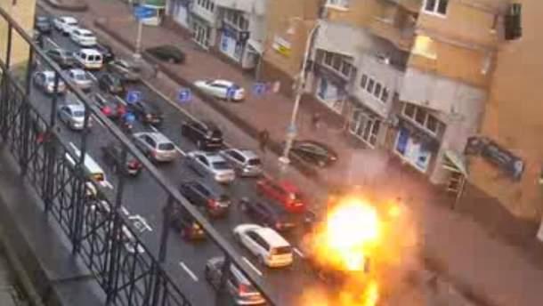 Момент смертельного взрыва авто на Бессарабке