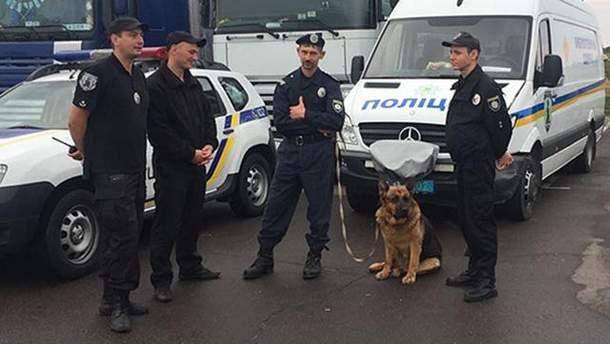"Полиция охраняет порядок на пункте пропуска ""Краковец"""