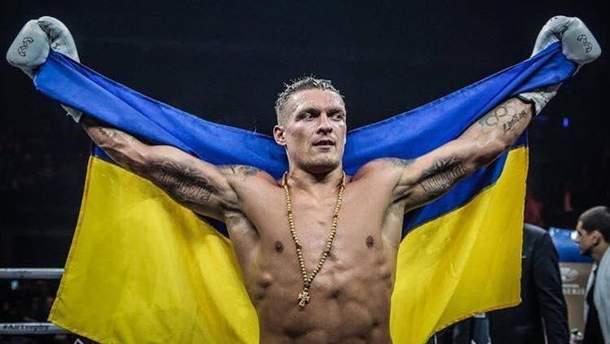 Появилось фото Усика из раздевалки в компании известной украинки