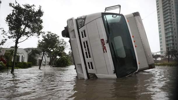 """Ураган """"Ирма"""" оценили в 300 миллиардов долларов"""