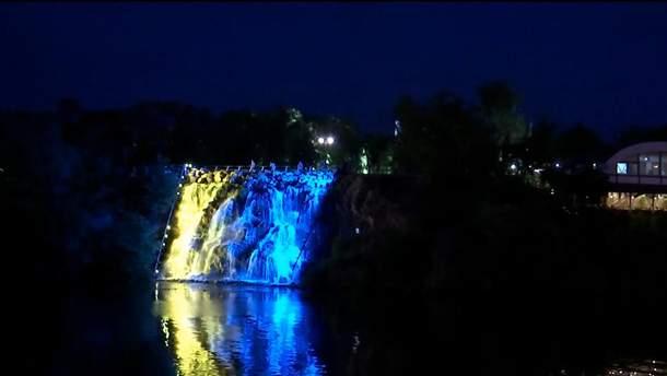 В Днепре появился патриотический водопад