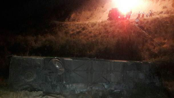 Автобус з пасажирами впав у 50-метрову ущелину в Ірані , 11 загиблих