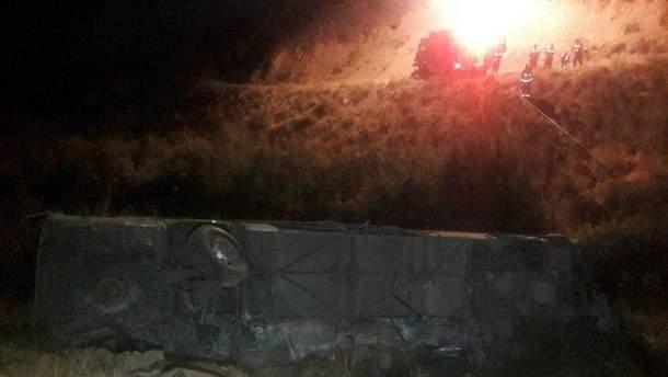 Автобус с пассажирами упал в 50-метровое ущелье в Иране, 11 погибших