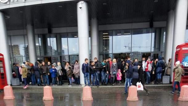 В крупных российских городах массово эвакуируют людей