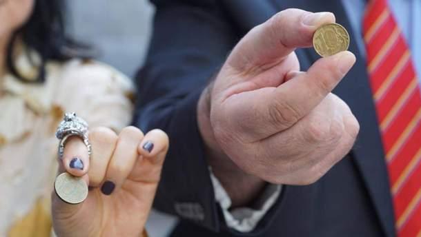 В Крыму активисты выплатили штраф десятирублевими монетами