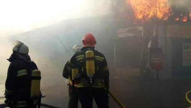 Пожар на Борщаговке в Киеве потушили