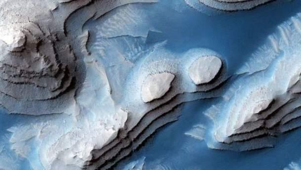 NASA показало очередные снимки с Марса: сюрреалистические фото