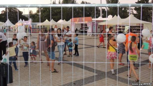 В сети показали провальный День города в оккупированной Керчи