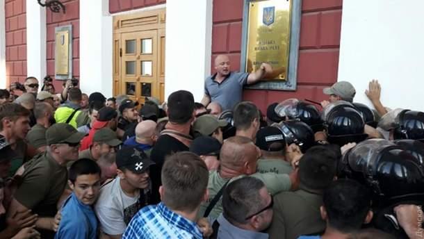 Столкновения под мэрией Одессы