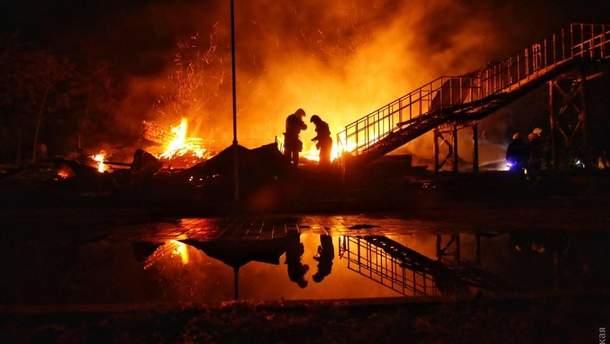 """Пожар в лагере """"Виктория"""" в Одессе"""