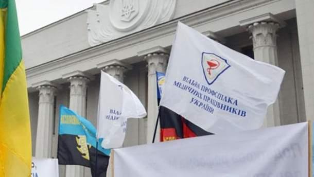 Українські медики готуються вийти на протест