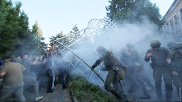 Сутички під судом у Чорноморську