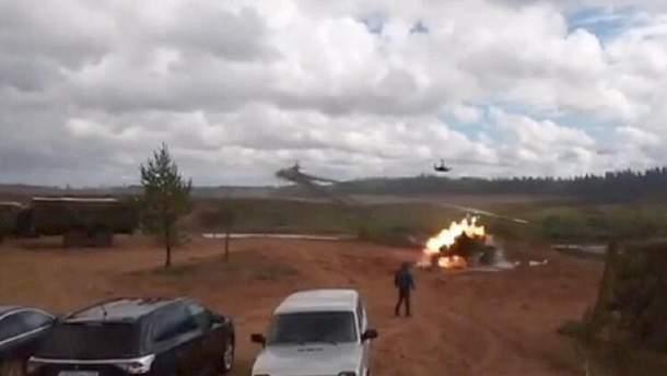 """Во время учений """"Запад-2017"""" российский вертолет Ка-52 нанес авиаудар по зрителям"""