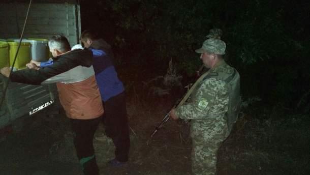 Прикордонники затримали контрабандистів, які намагалися вивезти до Росії 4 тонни меду