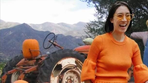 Ева Чен в костюме от украинского бренда Ksenia Schnaider