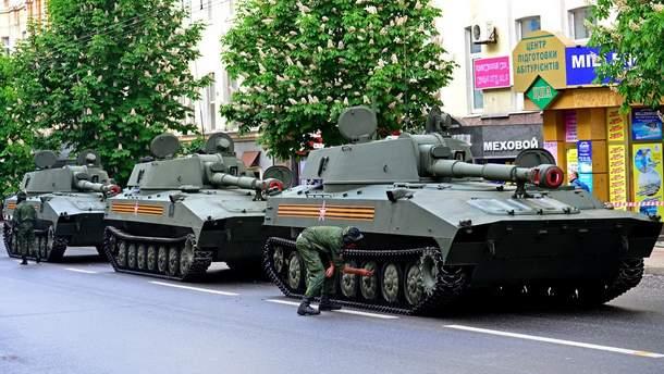 Військова техніка в окупованому Донецьку (ілюстрація)