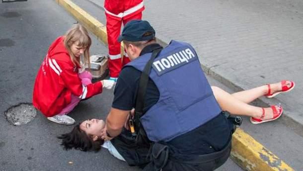 Девушка выпала из маршрутки в Днепре
