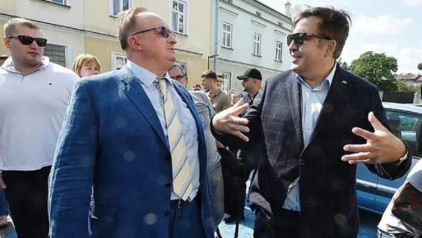 Міхеїл Саакашвілі (праворуч)