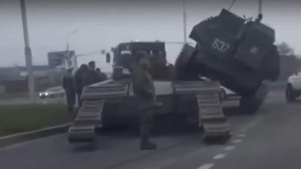 БМП упав з тягача у Росії