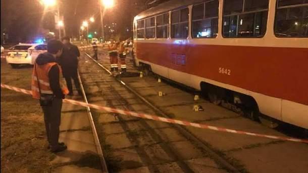 Мать с ребенком погибли под колесами трамвая в Киеве
