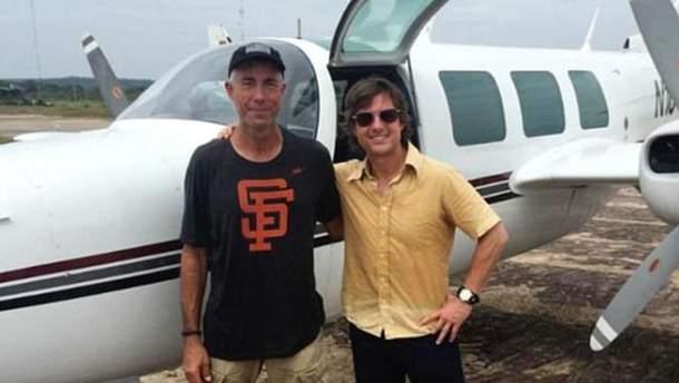 Том Круз и Карлос Берл, который погиб на съемочной площадке в 2015 году