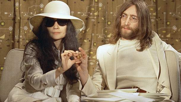 Йоко Оно и Джон Леннон. Архивное фото