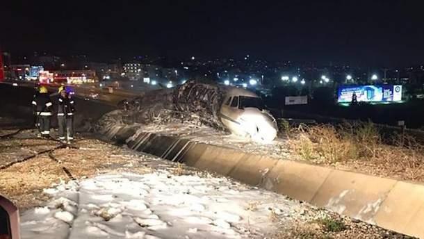 Частный самолет разбился в аэропорту Ататюрка