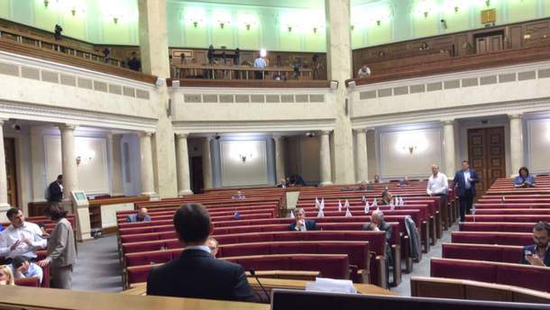 Пустой сессионный зал Верховной Рады