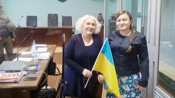 Неля Штепа (слева)