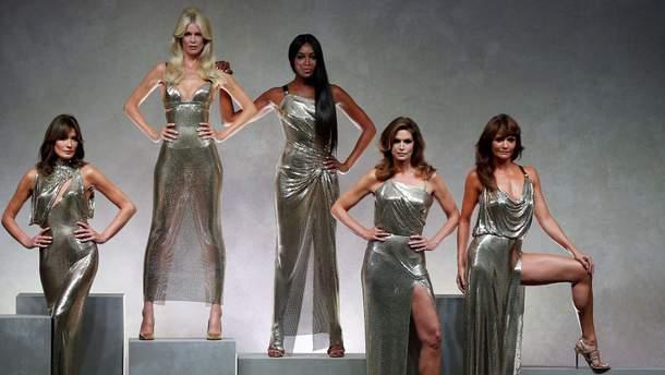 Карла Бруни, Клаудиа Шиффер, Наоми Кэмпбелл,  Синди Кроуфорд и Хелена Кристенсен на Versace-шоу