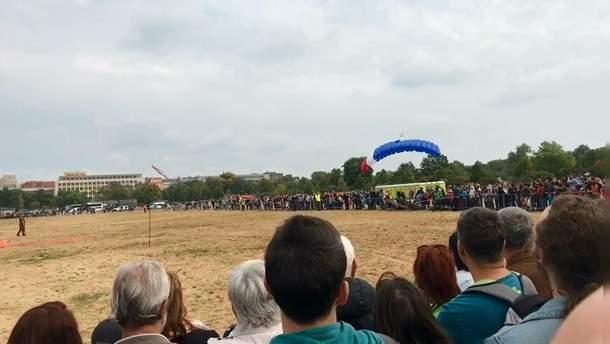 Неудачное приземление парашютиста в Праге