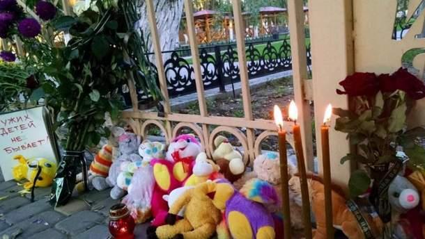 """Пожар в лагере """"Виктория"""" в Одессе: родители готовятся к похоронам детей"""