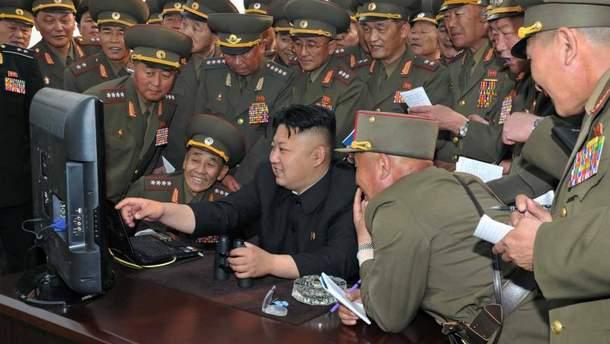 Лідер КНДР Кім Чен Ин любить лякати всіх ядерною зброєю