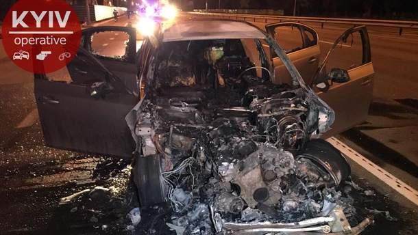 Водій BMW втік з місця смертельної аварії: його автівка згоріла